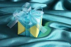 Caixa de presente - cartão do dia de mães - fotos conservadas em estoque Foto de Stock Royalty Free