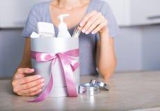 Caixa de presente com cosméticos Foto de Stock