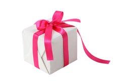 Caixa de presente com curva cor-de-rosa da fita Fotos de Stock