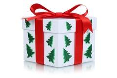 Caixa de presente com curva e árvore de Natal fotos de stock royalty free