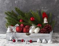Caixa de presente com decoração imagem de stock royalty free