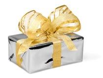 Caixa de presente com fita e uma curva no branco Imagem de Stock Royalty Free