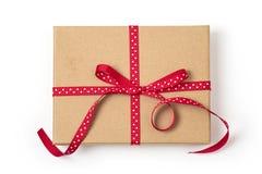 Caixa de presente com fita vermelha fotografia de stock royalty free