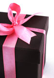 Caixa de presente com fitas cor-de-rosa Imagens de Stock