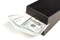 Caixa de presente com a nota de banco do dólar Imagens de Stock