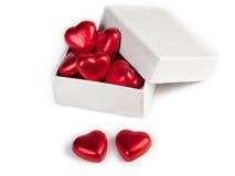 Caixa de presente com os doces sob a forma dos corações Imagens de Stock Royalty Free