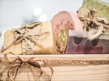 Caixa de presente com sabão Fotos de Stock Royalty Free