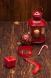 Caixa de presente com Tag em branco Decorações do Natal Imagem de Stock