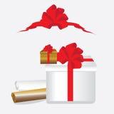 Caixa de presente com uma curva vermelha imagem de stock royalty free