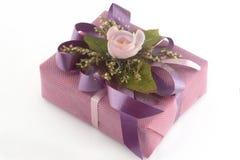 Caixa de presente cor-de-rosa Fotos de Stock