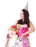 Caixa de presente da terra arrendada da mulher na festa de anos. Imagem de Stock Royalty Free