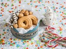 Caixa de presente das cookies do Natal Cookies, doces e ornamento Santa Claus do Natal Imagens de Stock
