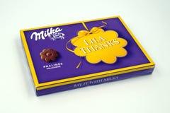 Caixa de presente do chocolate de Milka foto de stock royalty free
