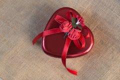 Caixa de presente do coração Fotos de Stock