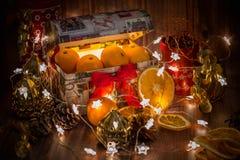 Caixa de presente do Natal completo e do ano novo imagens de stock