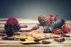 Caixa de presente do Natal, decorações do Natal e cartão Fotos de Stock
