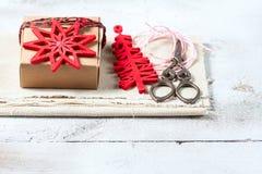Caixa de presente e decorações do Natal Imagens de Stock
