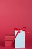 Caixa de presente e Empty tag com fita Imagem de Stock