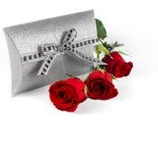 Caixa de presente e flores Fotos de Stock