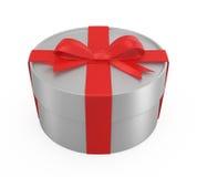 Caixa de presente envolvida com curva vermelha Fotos de Stock Royalty Free