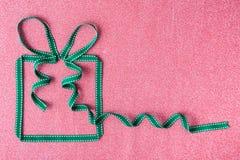 Caixa de presente feita da fita Fotos de Stock Royalty Free