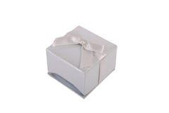 Caixa de presente isolada no branco Imagens de Stock Royalty Free