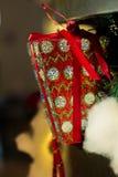 Caixa de presente na árvore de Natal Imagem de Stock