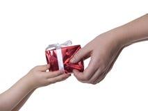 Caixa de presente nas mãos Imagens de Stock