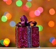 Caixa de presente roxa do Natal Imagem de Stock