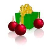 Caixa de presente verde com fita do ouro Fotos de Stock Royalty Free