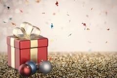 Caixa de presente vermelha com bolas do Natal Fotos de Stock Royalty Free
