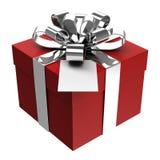 Caixa de presente vermelha com fita de prata e o cartão de papel Fotos de Stock