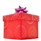 Caixa de presente vermelha com a tampa no fundo branco fotos de stock