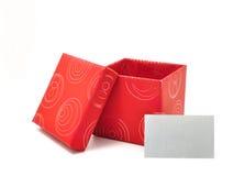 Caixa de presente vermelha com a tampa no fundo branco foto de stock royalty free