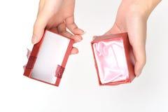 Caixa de presente vermelha vazia Imagens de Stock Royalty Free