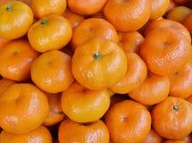 Caixa de tangerinas maduras Fotos de Stock Royalty Free