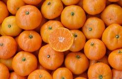 Caixa de tangerinas maduras Imagem de Stock