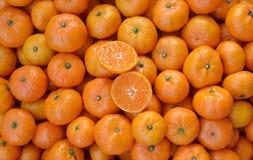 Caixa de tangerinas maduras Imagens de Stock