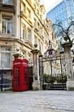 Caixa de telefone em Londres imagens de stock royalty free