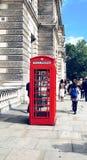 Caixa de telefone vermelha fotografia de stock