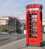 Caixa de telefone vermelha em Porto, Portugal Foto de Stock