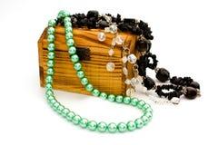 Caixa de tesouro com jóia Fotografia de Stock