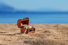 Caixa decorativa com joia Fotos de Stock