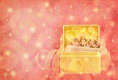 Caixa do ouro com flor Imagens de Stock Royalty Free