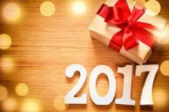 Caixa do presente de Natal no fundo de madeira Fotos de Stock