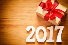 Caixa do presente de Natal no fundo de madeira Fotografia de Stock Royalty Free