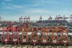 Caixa do recipiente do porto de China, Shanghai, para logístico, transportati fotografia de stock