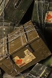 Caixa do vintage da munição Com trajeto de grampeamento Imagem de Stock Royalty Free