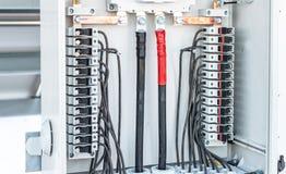 Caixa dos fios dos painéis solares foto de stock royalty free