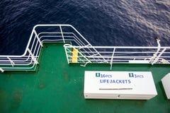Caixa dos revestimentos de vida na plataforma de barco fotografia de stock royalty free